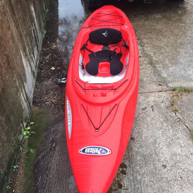 10 ft Pelican Trailblazer Kayak  ALMOST BRAND NEW