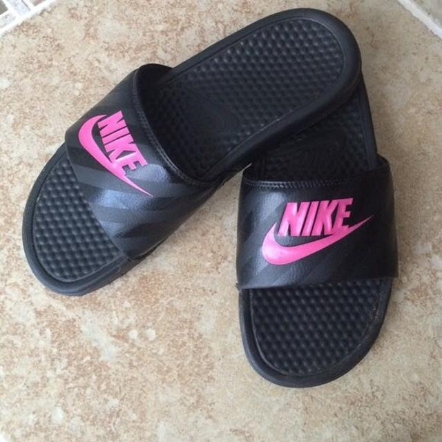 0bae1b86f0c7f Find more Black   Pink Nike Sliders Sz. 7 for sale at up to 90% off