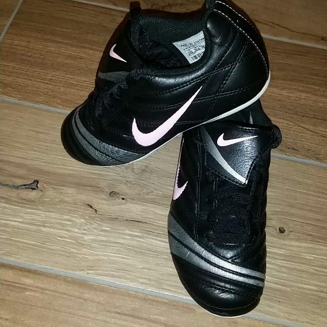 03b89ceb617 Find more Girls Nike Soccer Cleats Size 11c. Excellent Condition ...