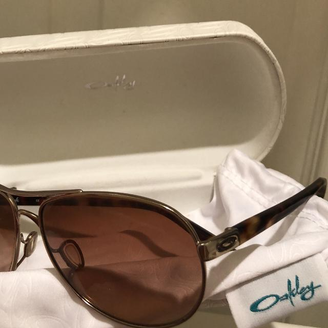 989be10d3c Oakley Feedback OO4079-01 Rose Gold VR50 Brown Gradient Lens Aviator  Sunglasses