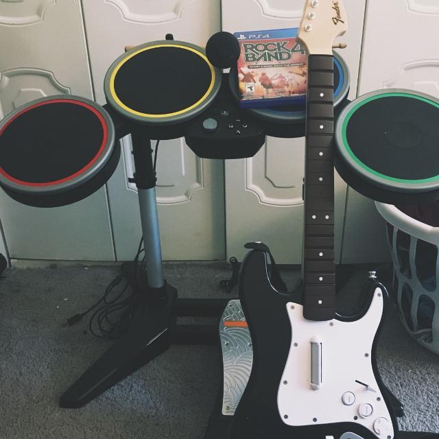 Rockband 4 Bundle