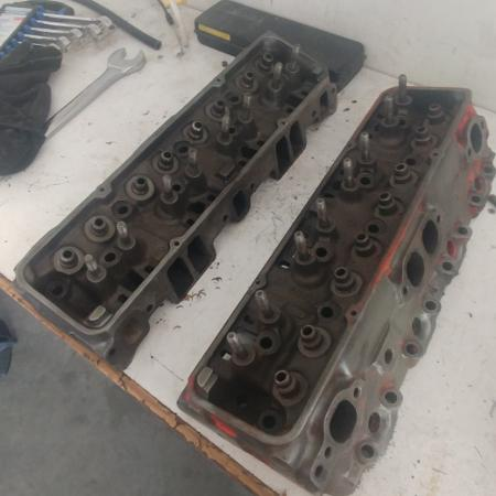 Sbc 350 heads with the springs valves... for sale  Canada