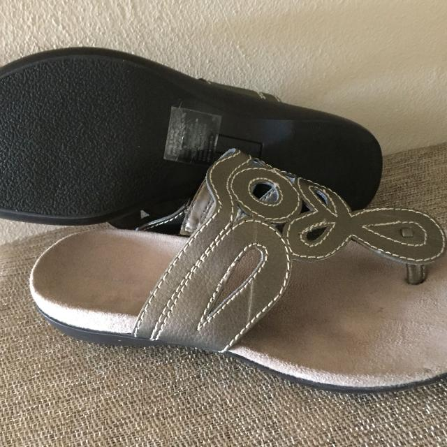 f9061c5b39e5 Find more Croft   Barrow From Kohls Sandals 9 M for sale at up to 90 ...