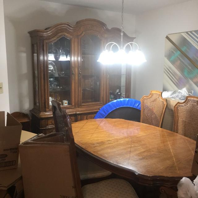 Beautiful Dinning Room Set 6 Chairs Seller Can Meet Near Lancaster PA