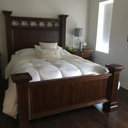 Stanley Furniture Bed Queen) for sale  Canada