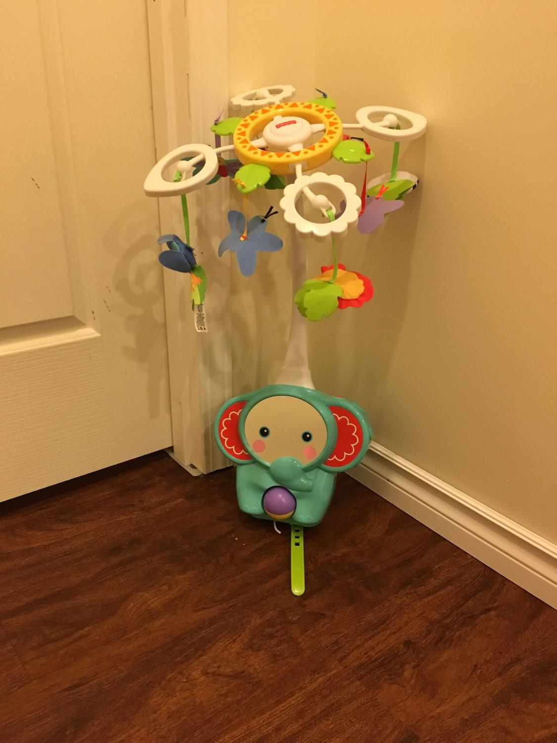 Price Drop Fisher Price Deluxe Crib To Floor Mobile