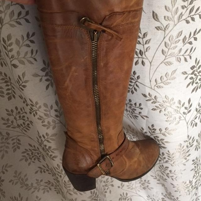 4bd9fdf2805103 Find more Brown Knee-high Leather Boots From Browns Shoes for sale at up to  90% off