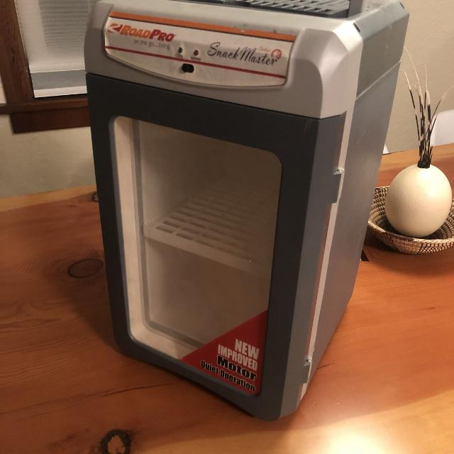 12 volt fridge cooler/warmer great for camping RV boating you name it
