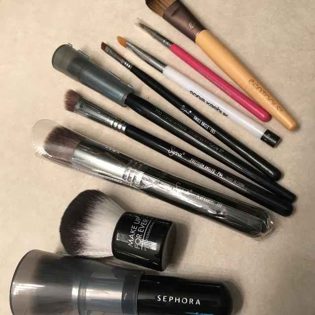 41b6edfea9e5 Set of 9 makeup brushes, 175 dollar value. Great package deal