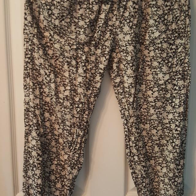 1bcf28f2282a09 Find more Garage Floral Pants Xs for sale at up to 90% off ...