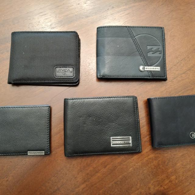 d0f9bab51bf9 Find more Wallets Billabong And Rvca    price Drop    for sale at up ...