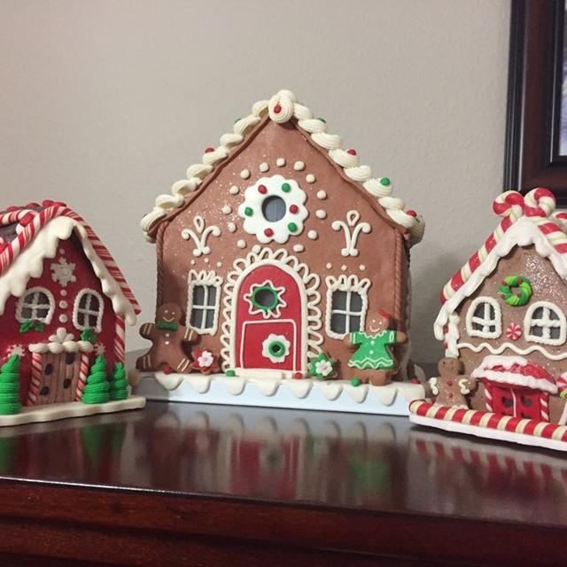size 40 fb5df ea794 Lighted Gingerbread houses