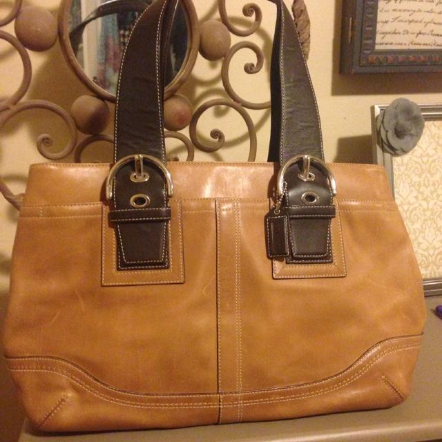 Authentic Coach Bag 14x10 5 1 Outside Pocket 3 Inside Pockets A