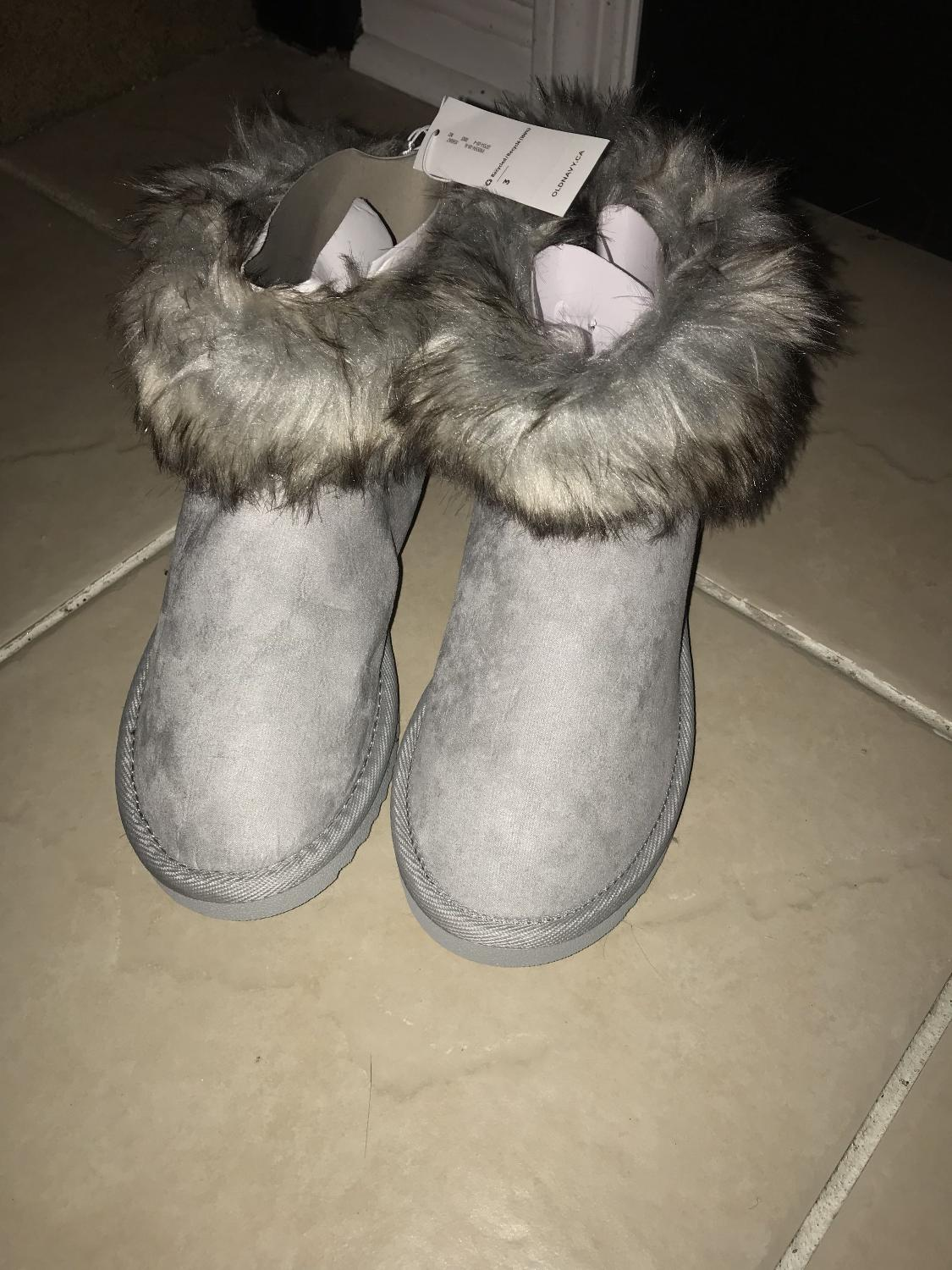 5a47eda2225 Old Navy Faux Fur Trimmed Ugg Style Boots size 3