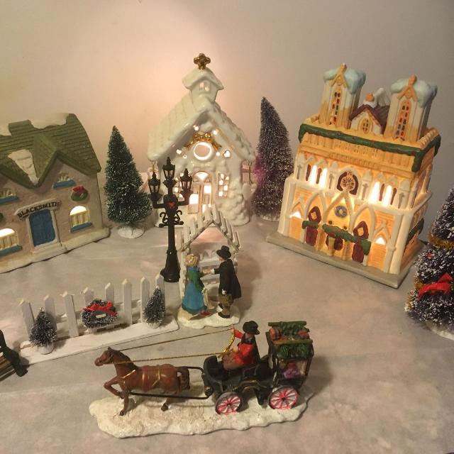 How To Store Christmas Village Houses.Christmas Village Scene 3 Houses With Lights Measure 6 1 2 To 8 Tall As Pictured