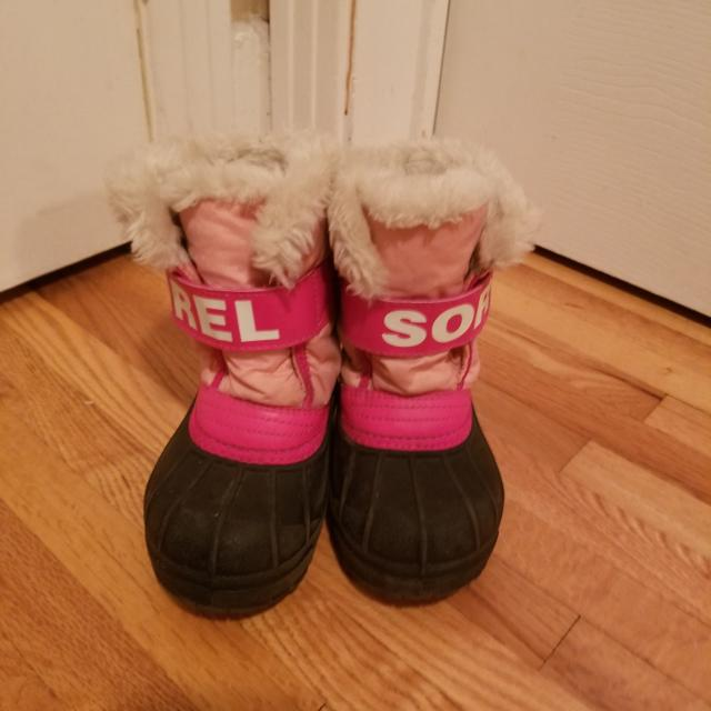 los angeles provide plenty of clearance prices Sorel winter boots. Toddler size 9.