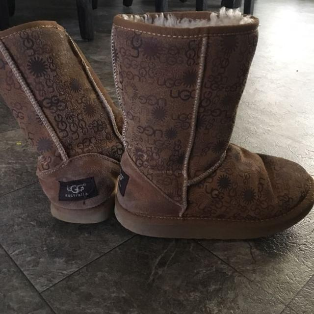a48e52c5981 Girls size 4 ugg boots , used condition but still in good shape