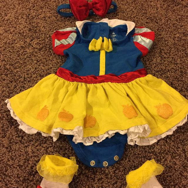 Like new- 6-9m Snow White costume