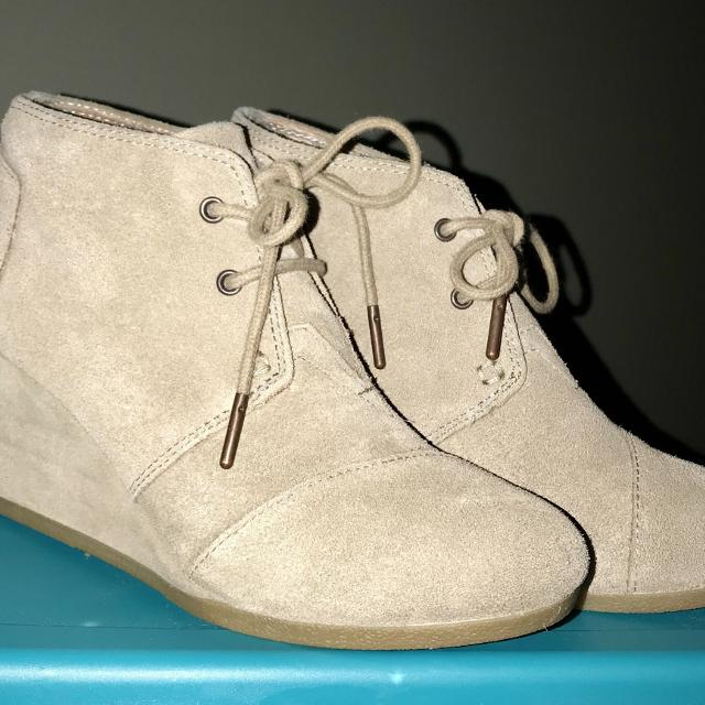 426cb911890 Find more Toms Desert Wedges Sand 7 for sale at up to 90% off