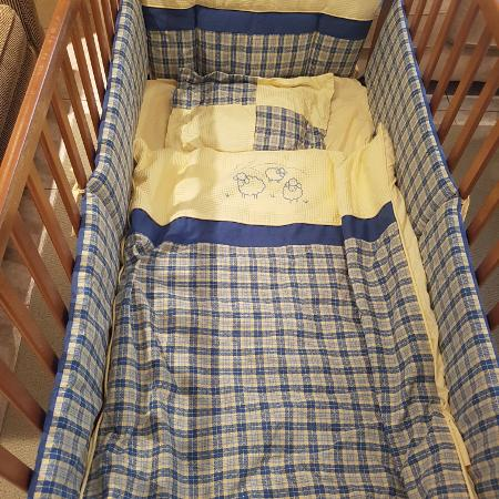 Oak Crib with all the trimmings for sale  Canada