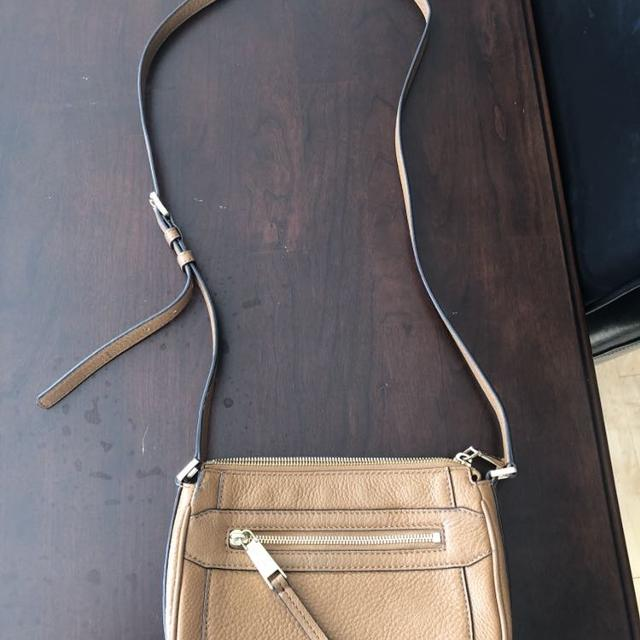 eb9c94052548 Find more Michael Kors Leather Crossbody Bag for sale at up to 90% off