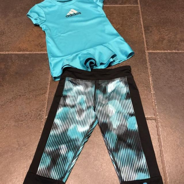 17a7c717c75 Find more Adidas, Size 5 Outfit, Crops And Top, Euc, East Pickup, No ...