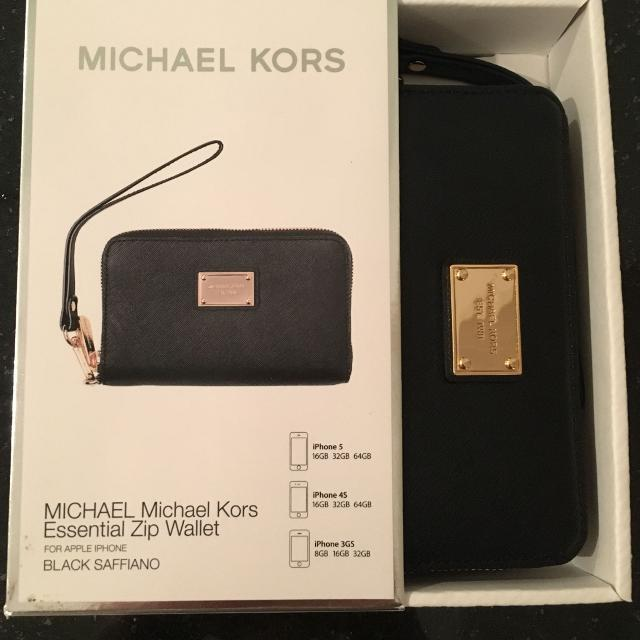 ca05c486c261 Find more Michael Kors Essential Zip Wallet for sale at up to 90% off