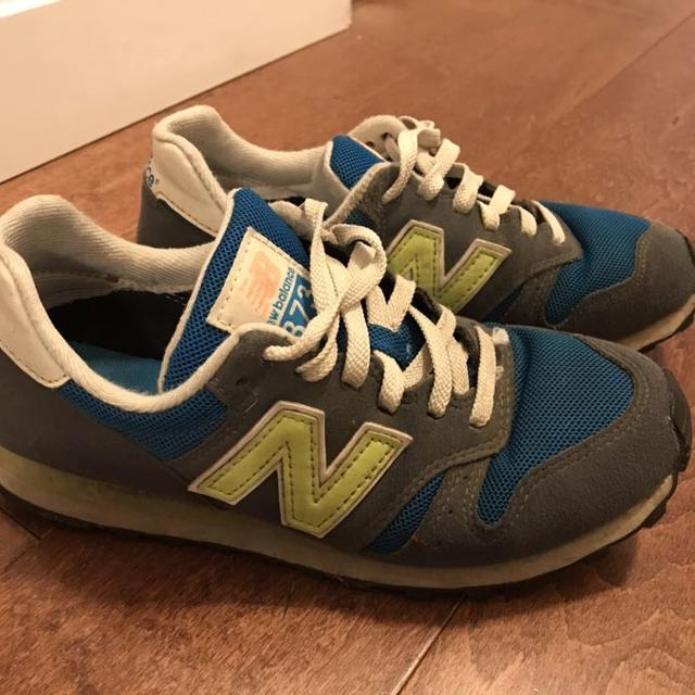 new arrival 2f716 93299 Size 6 New Balance 373 sneakers
