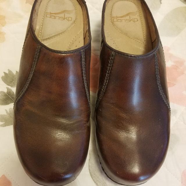 a9433dfdfb0b7 Dansko brown clogs, size 7.5