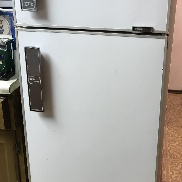 Find more Garage / Small Apartment /bar Fridge 20x22x 56 for ...