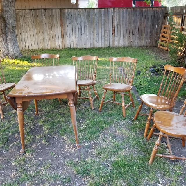 Vintage Flint Ridge Solid Maple Table And Chairs