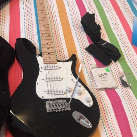 89978363fe5 Behringer electric guitar and small amp $50
