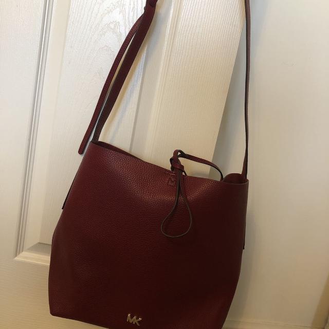 35c86aee98b3 Best Bnwot Junie Large Pebbled Leather Messenger Michael Kors Bag for sale  in Clarington