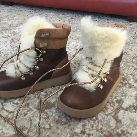 UGG Viki winter boots - NEARLY new!... for sale  Canada