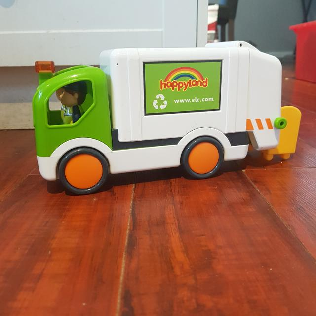Sounds and lights garbage truck and figurines
