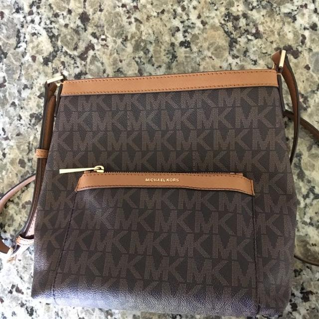 46ecf48b50ce Find more Michael Kors Crossbody Purse for sale at up to 90% off