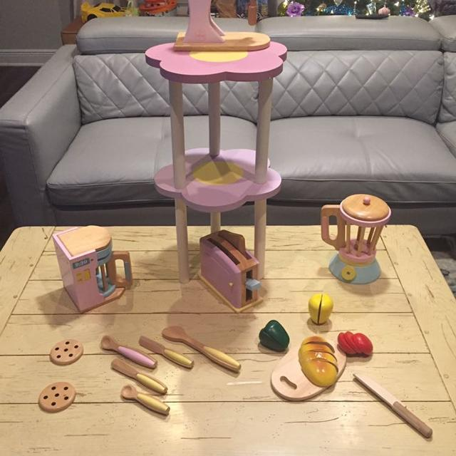 Kidkraft Kitchen Appliances And Play Food Set With Display Table