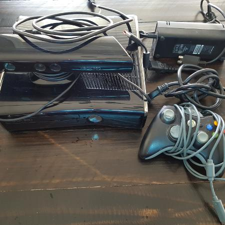 Xbox360 Kinect, 1 Controller, 8 games for sale  Canada
