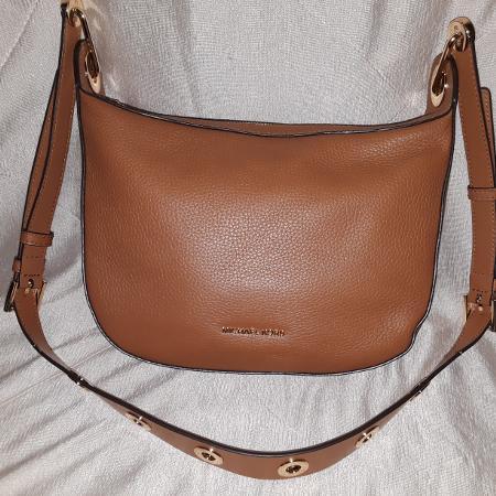 1f1d00bfacef NEW Michael Kors Barlow Medium Leather Crossbody Bag Acorn Brown
