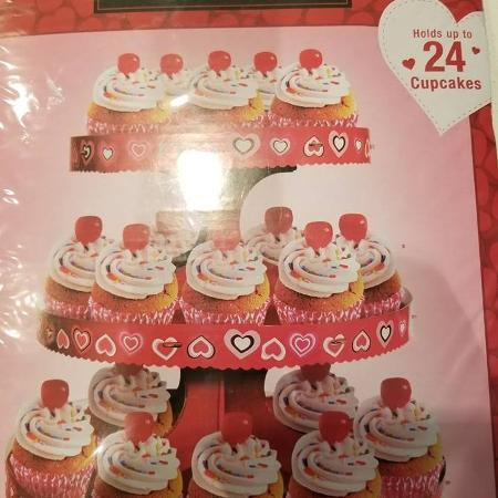 Cute Unopened Valentine Cupcake Stand for sale  Canada