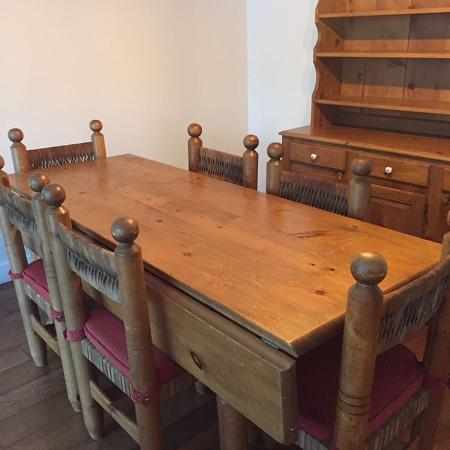 Dining room table and chairs for sale  Canada