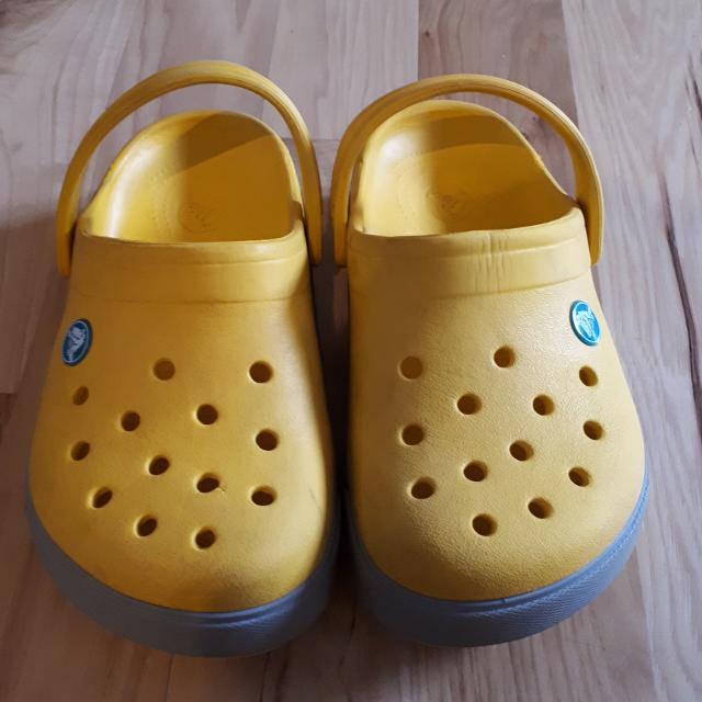 d31cbd2f966b Find more Kids Yellow Crocs Sz. 2 for sale at up to 90% off