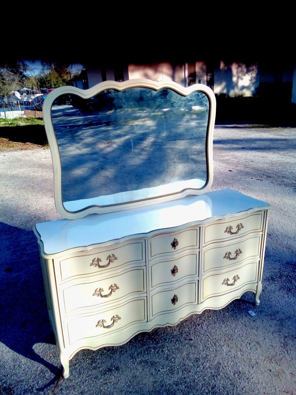 Best Vintage Bassett 9 Drawer French Provincial Dresser ...