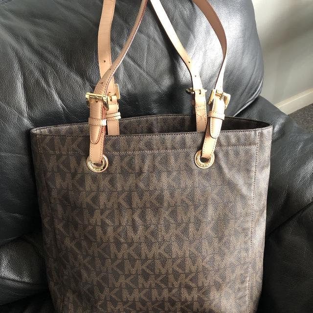 06a5d5961c99 Best Authentic Michael Kors for sale in Victoria, British Columbia for 2019