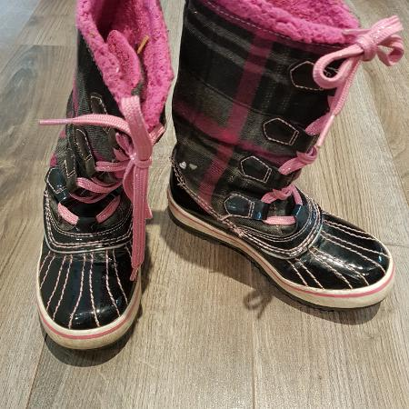 8778531aa37 GUC, Pink and Black Skeckers, lace up Boots, Size 12