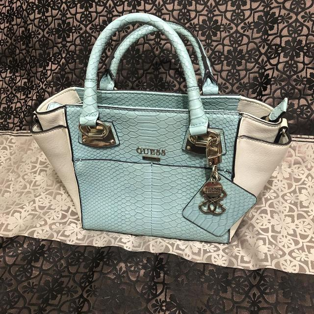 3bc4e8b0351c Find more Guess Purse for sale at up to 90% off