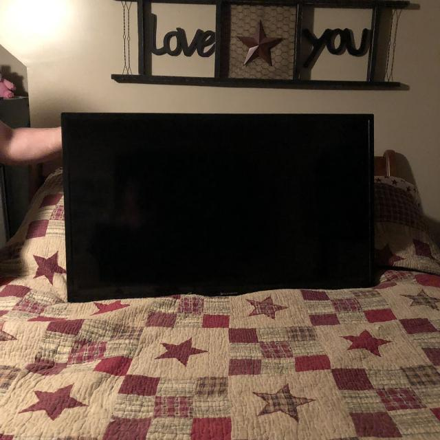 40 inch Element tv works great do not have the base but has a wall mount  bracket that comes with it has universal remote