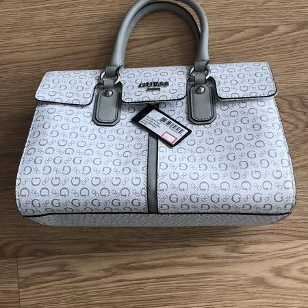 5db96738960b Guess purse-New with tag included
