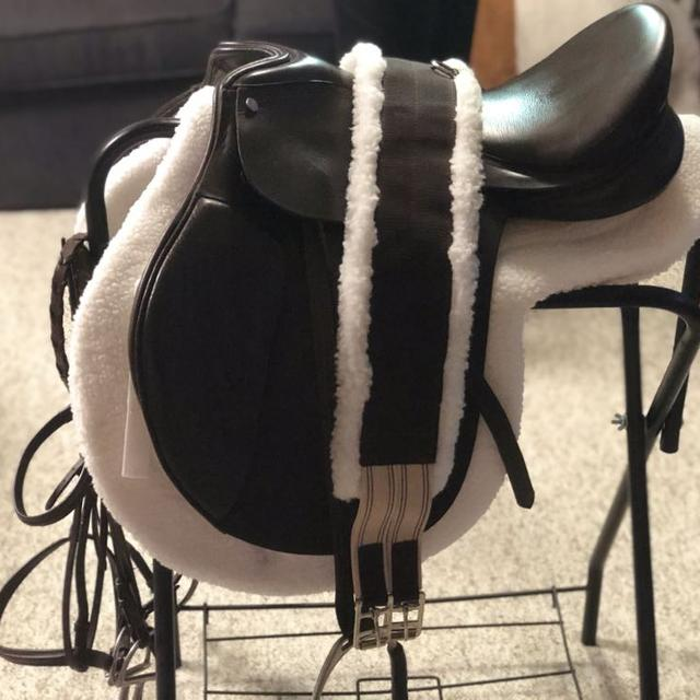 All Purpose Leather English Riding Saddle Package with Bridle and Cotton  Show Pad And Girth Plus Saddle Rack