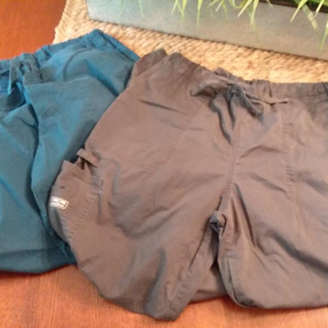 2ecb687c741 Best **get 4 Pair For $5** Cherokee Scrub Pants, 2 Blue-green And 2 Grey,  Size Medium, Very Good Used Condition for sale in Germantown, Tennessee for  2019